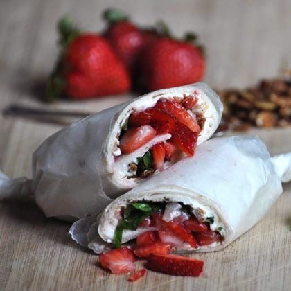 Need a breakfast, lunch, or picnic idea? Tray a Strawberry Granola Wrap - YUM!