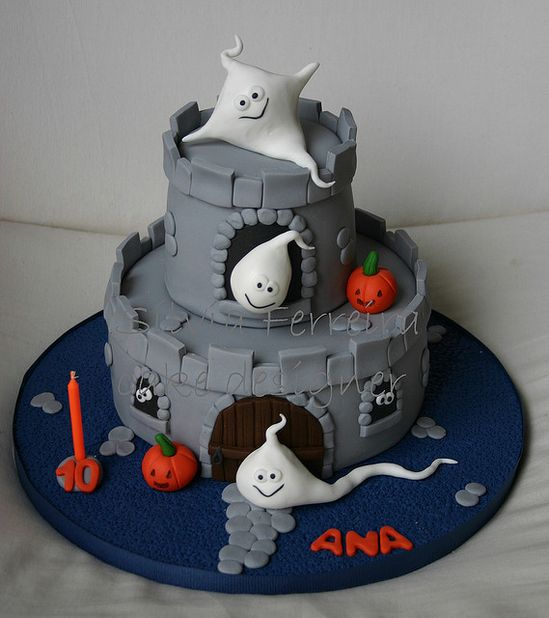 Ghostly Halloween cake