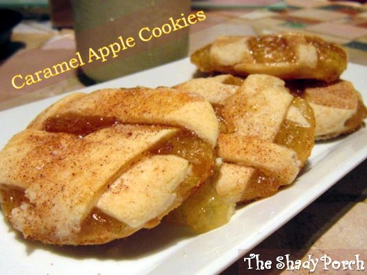 Mmmm.. best thing is, these are super simple and i'm not much on baking but I think I can bake these! Caramel Apple Pie Cookies #recipe #cookies #apples #dessert