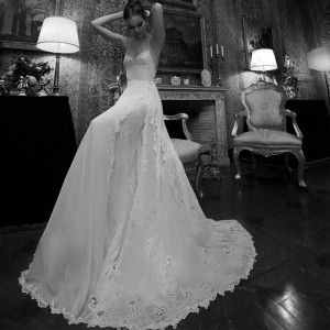 Lovely backless romantic sexy wedding dress