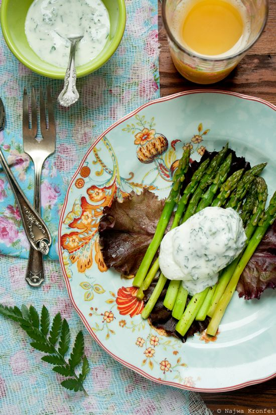 So simple! Sauteed Asparagus, Poached Eggs and Yogurt Sauce
