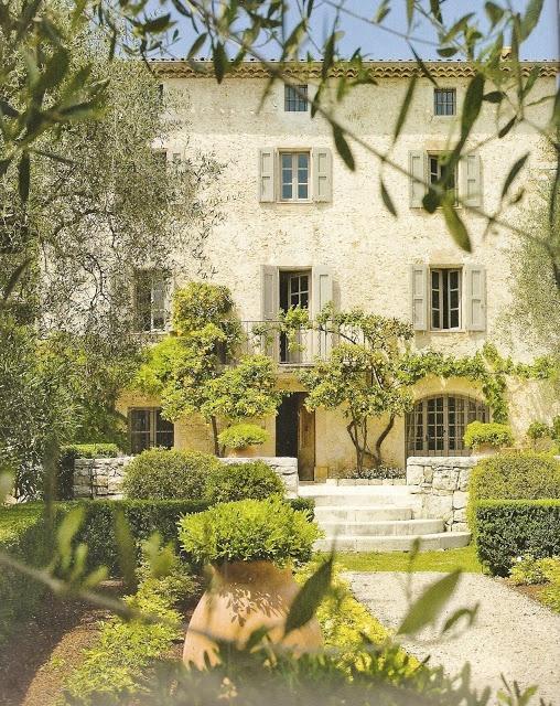 Décor de Provence: une bastide