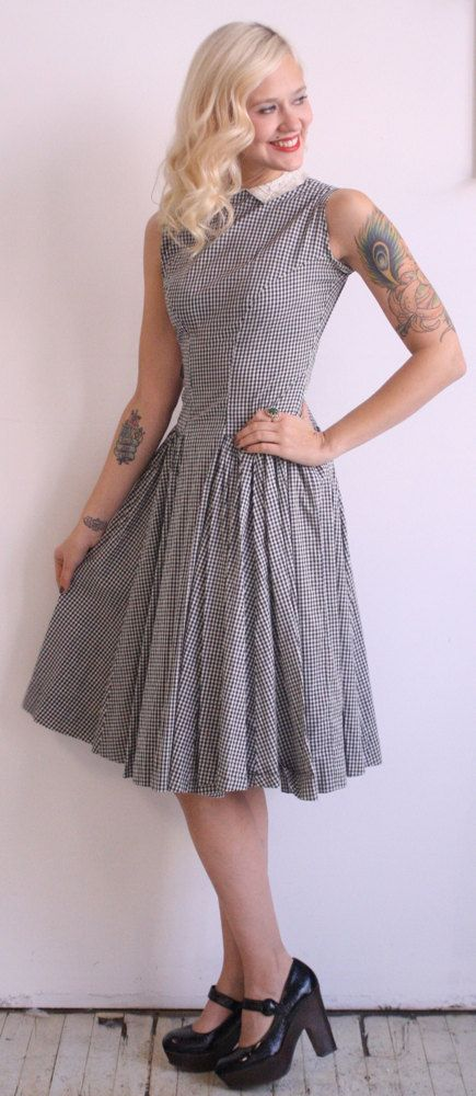 1940s Vintage // Down Home Day Dress // Small by dethrosevintage, $52.00