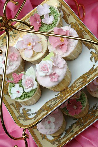 Cupcakes. Pretty.