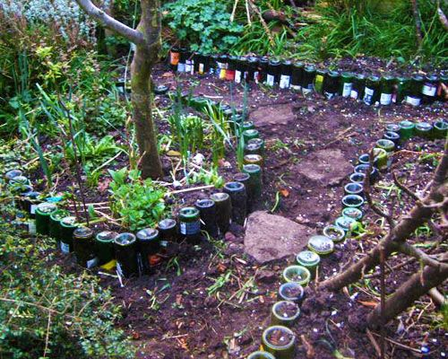 Another garden decorating idea that involves #recycling glass bottles: