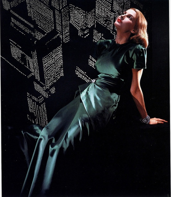 She's painting the town emerald! #vintage #1940s #fashion #dress