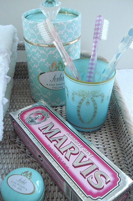 pretty bath accessories