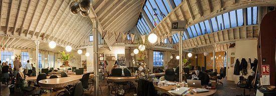 Islignton Hub; lighiting & desk layout