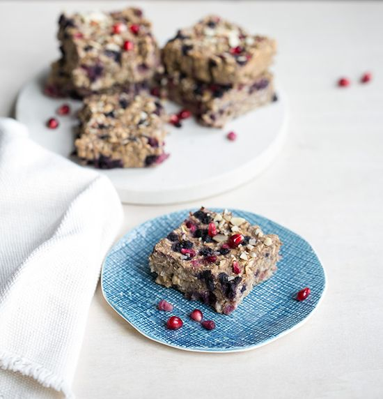 wild blueberry + pomegranate oatmeal breakfastbars - whats cooking good looking - a healthy, seasonal, tasty food and recipe journal