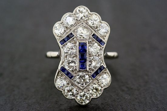 A superb Art Deco sapphire and diamond platinum panel ring. This beautiful example of 1920s Art Deco jewelry