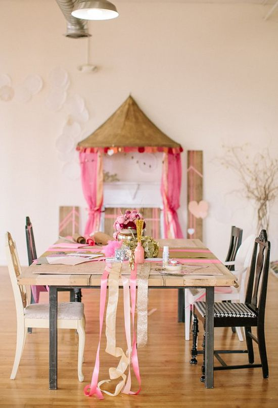 DIY party decoration : pump up your party decoration by adding a canopy.  Kid party ideas & inspiration.