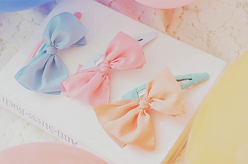 Hair clips with little bows.