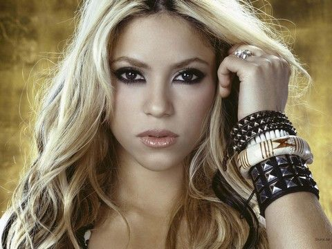 Shakira. SHE WOLF (the song)
