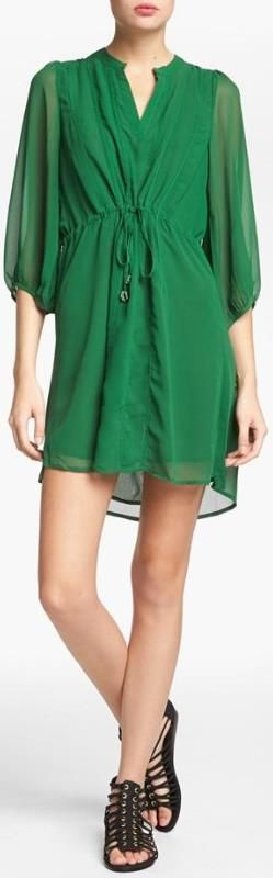 Flattering emerald dress for #Awesome Handbags