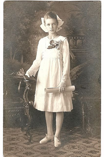 """Early 1900s portrait of a young girl, labeled """"Aunt Dorothy"""" on the back"""