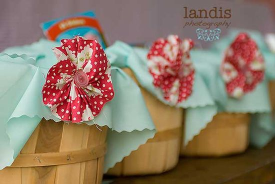Apple barrel favor baskets with sweet handmade paper flowers.