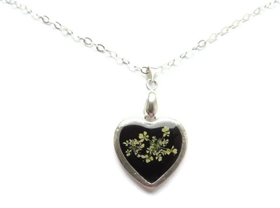 Queens Anne's pendant pressed flowers in by AmazoniaAccessories, €12.00 #heart #silver #flowers #botanical #resin #jewelry #handmade #necklace #pendant #floral #black #blackandwhite