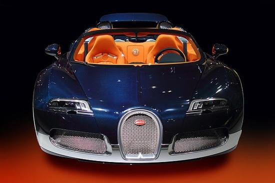 Bugatti Luxury Sport Car - Photography by Radoslav Nedelchev