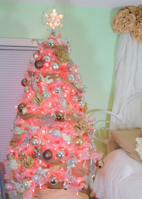 shabby chic christmas - ideasforho.me/... -  #home decor #design #home decor ideas #living room #bedroom #kitchen #bathroom #interior ideas
