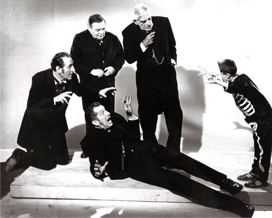Vincent Price - Basil Rathbone, Peter Lorre, Boris Karloff and Vincent Price being frightened by a scary skeleton.