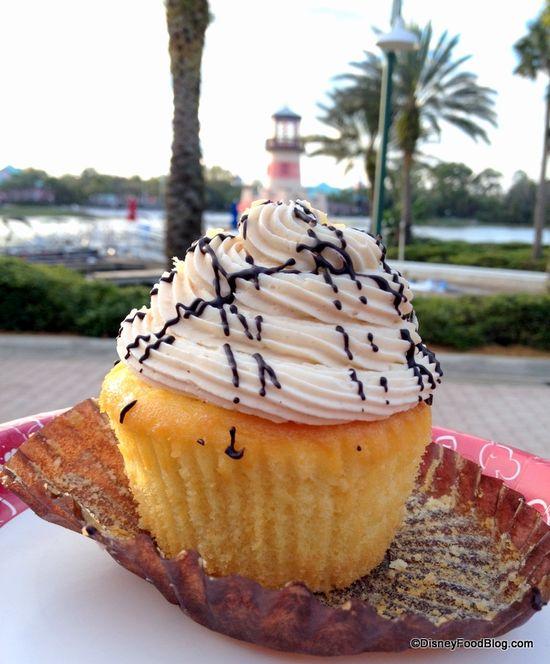 Monkey Cupcake at Disney World!! Peanut Butter frosting, banana filling!