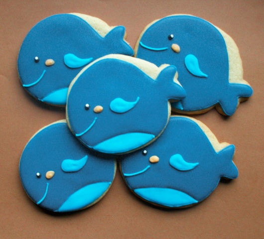 whale icing cookies