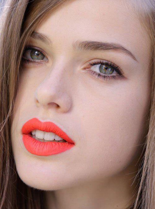 mocny makijaż ust