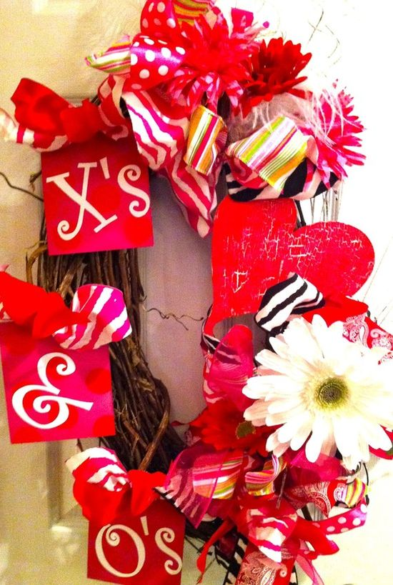 Valentines Day Holiday Wreath X's & O's