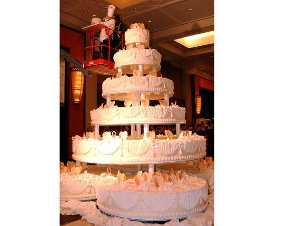 The World's Largest Wedding Cake