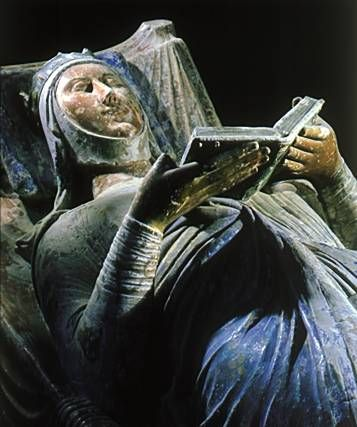 A close-up of the tomb of Eleanor of Aquitaine, queen consort of Henry II of England. I love that she is forever with a book.