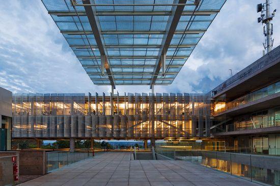 Sebrae Headquarters / Gruposp Office Buildings by Alvaro Puntoni, Brasilia, Brazil Glass Grupos