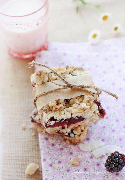 Vegan blackberry coconut crumble bars - so tasty looking! #food #vegan #desserts
