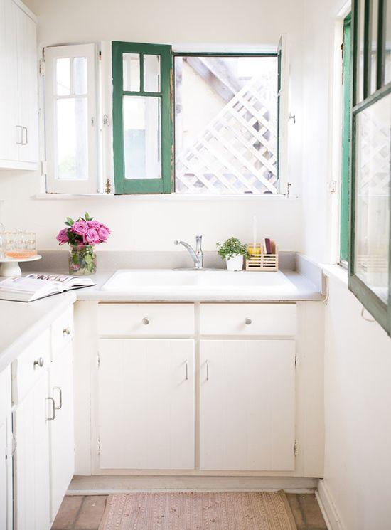Simple décor, all white with green details. #vintage #charm #color #kitchen #interior #design #decor #casadevalentina