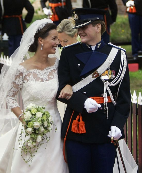 A complete guide to royal weddings thru the years!
