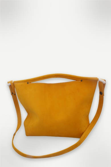 Nubuck leather handbag. Bowline stitched on the top edge, which forms the handles. Inside zipper pocket, magnetic fastener and detachable shoulder band. Nikki Giling €189