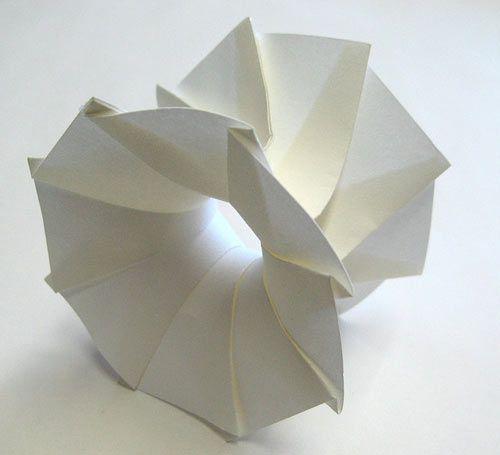 3D Origami by Jun Mitani, Professor of Computer Science at the University of Tsukuba via design-milk: Oh the inimitable Japanese! #Origami #3D #Jun_Mitani #design_milk