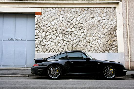 Porsche 993 Turbo - black and gold.