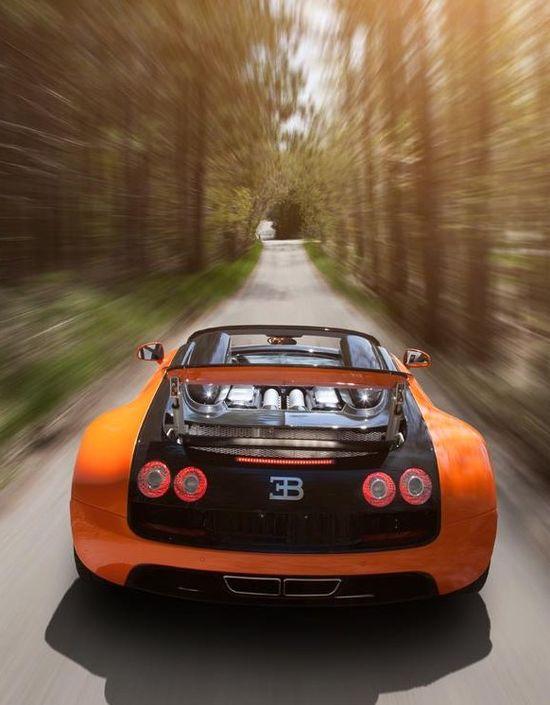 Bugatti Veyron Supersport via carhoots.com