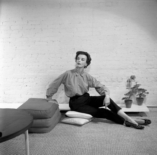 A fantastic casual 1950s pants and blouse look. #vintage #fashion #1950s
