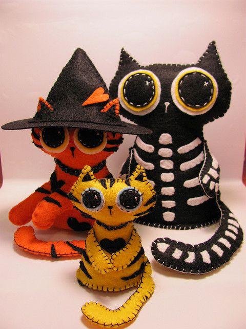 felt cats halloween  style