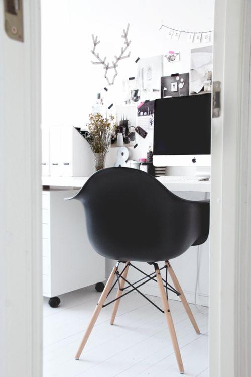 Beautiful White room. #home #office #desktop #desk #white #mac #apple
