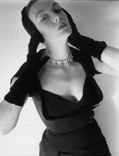 Curve hugging, classically chic early 1950s fashion. #vintage #1950s #fashion #dress #gloves