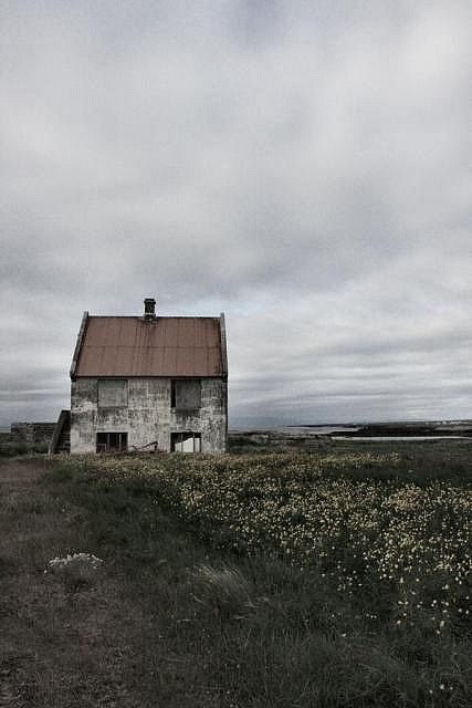 I fell in love with this house when I was a little girl. By Elinellan.
