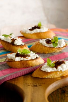 Fig Balsamic Blue Cheese Crostini