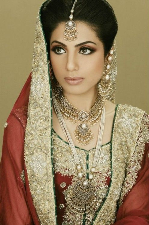 Love the eye makeup and the jewelry