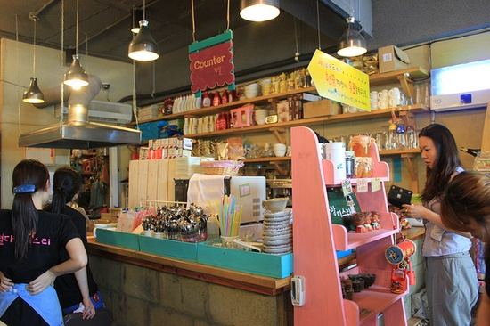 Counter at Miss Lee Star Cafe by Seoul Korea, via Flickr