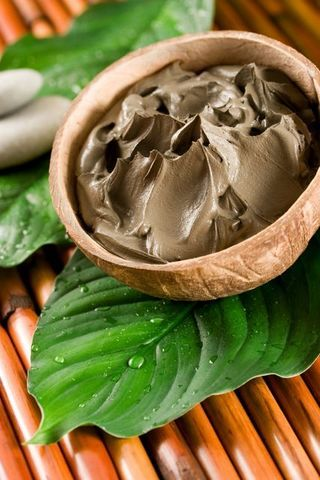 Deep cleansing mud masque recipe    Ingredients  1T Dead Sea Mud  1.5t Cucumber Seed Oil  5 drops Spearmint Oil  5 drops Tea Tree Oil    In a small bowl, combine the Dead Sea Mud and Cucumber Seed Oil.  Mix well, than add in the Essential Oils.    Mask is best used fresh.  Apply it liberally to moistened skin, avoiding your eyes, nose, and lips. Cover your eyes with slices of fresh cucumber, then relax for 10-15 min.  Rinse mask and follow with your favorite moisturizer.