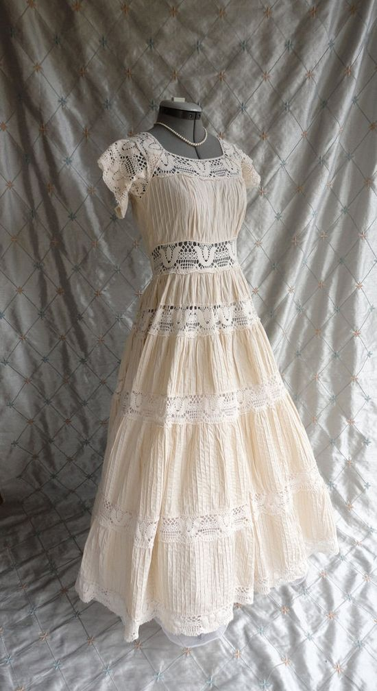 Wedding Dress // Vintage 1970s Bisque Boho by ChiffonLounge. Absolutely Adorable, I would totally wear this.