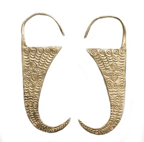 Claw Earrings by Mociun