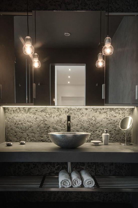 I love the lighting in this bathroom.